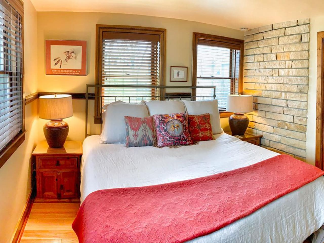 Rock Chalk - Nice Spacious Suite with adjoining room featuring a desk and cozy chair