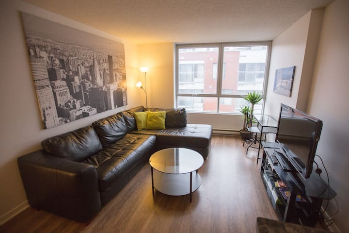 Apartment in The Heart of Downtown with parking