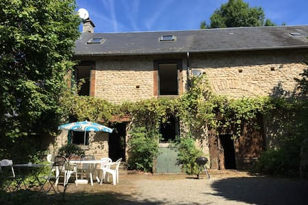 Traditional French farmhouse with mod-cons & pool - Saint-Goussaud - Ev