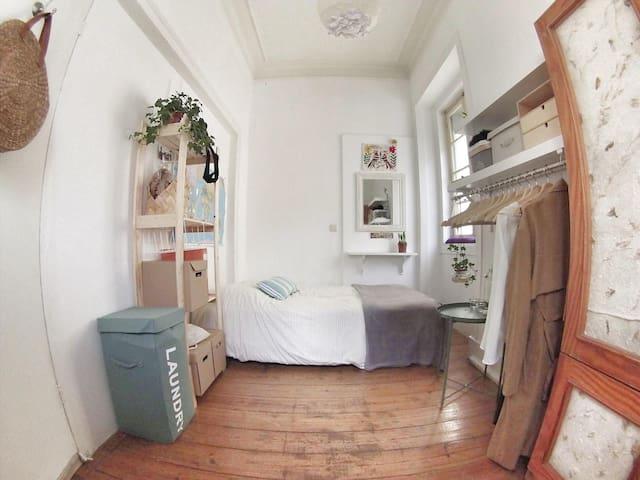 Bright double room (free breakfast)