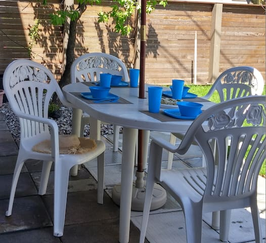 Large 2 Bedroom House * Patio+Private Backyard