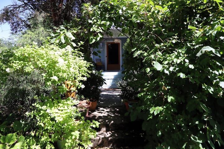 The Book House. Quiet Stay: Twin Bed with Balcony