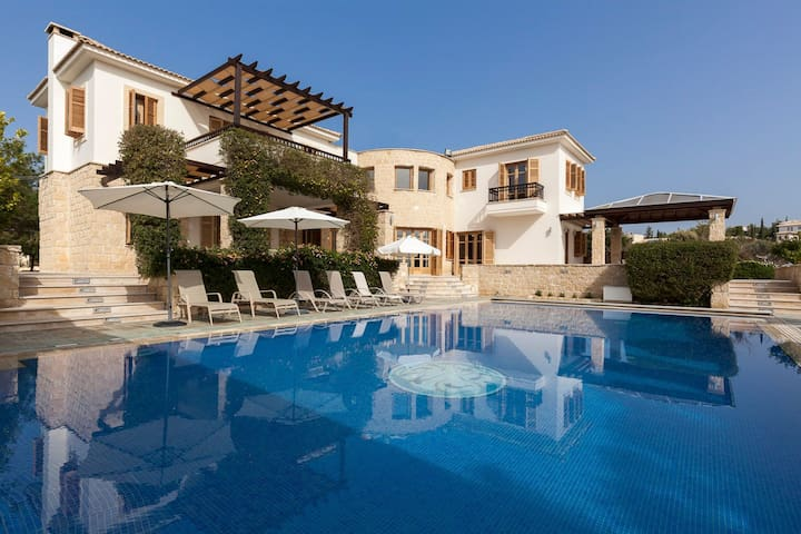 R770 Superior Villa with Private Pool   BBQ Facilities