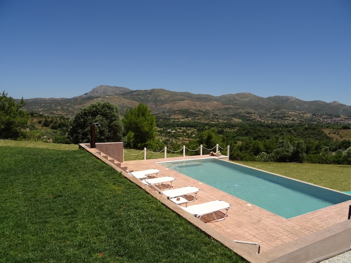 Lux Studio (MELILOFOS) with pool on  hill
