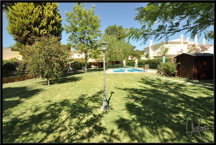 Casa Amarela 1. (Two comfortable suites) - suite 1 - Quarteira - Huis