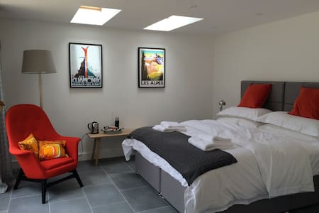 The Garage, Marston St Lawrence nr Banbury - Bed & Breakfast