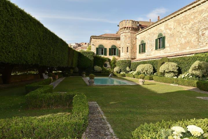 Merveilleux Palazzo Italien, chateau de charme - Fragneto Monforte