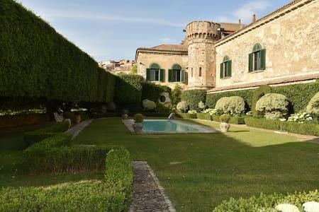 Merveilleux Palazzo Italien, chateau de charme - Fragneto Monforte - ปราสาท