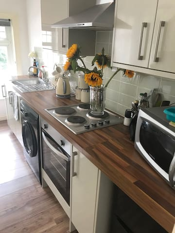 Entire 1 bed flat CLOSE TO WORTHING ST AND BEACH