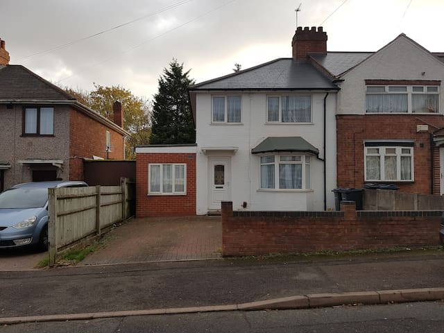 Large Family home by NEC, Airport and City Centre - Birmingham