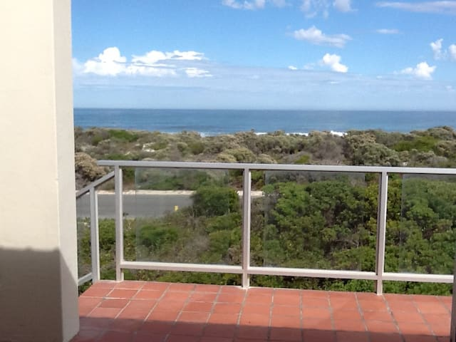 Beach front house to rent in Pearly Beach