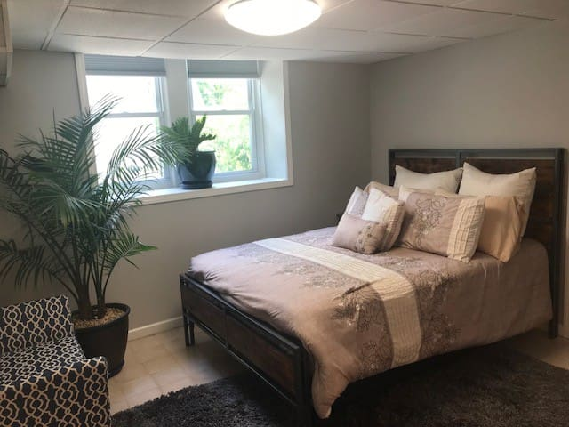 Amazing In-Town Furnished Guest Suite Apartment