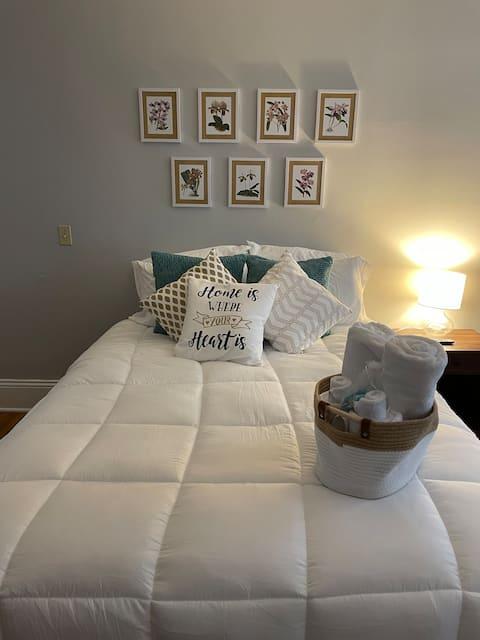 Middle Bedroom @ Wildflower Inn