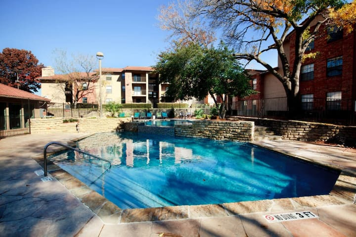 Everything you need | 1BR in Las Colinas