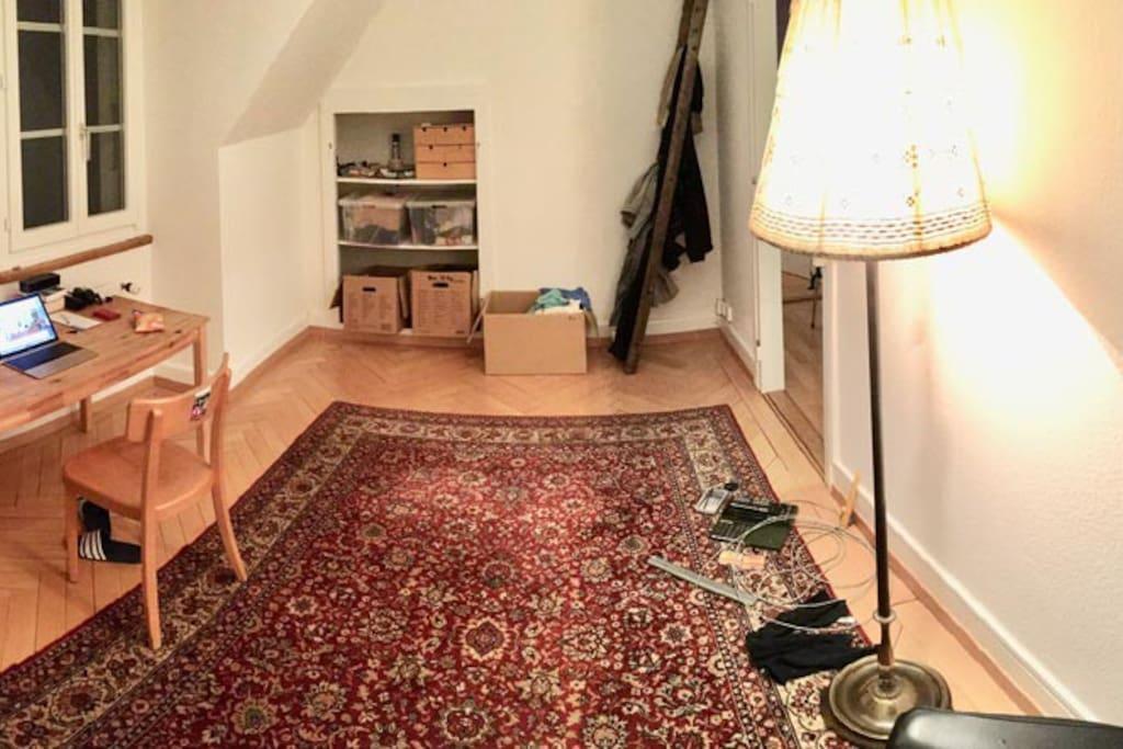 Wohnzimmer und Arbeitszimmer