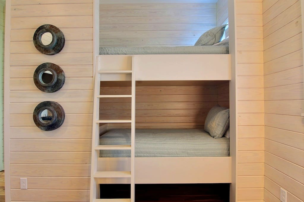 Sea Glass 202 SE-Built-in Bunks