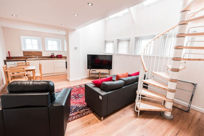 Spacious 2 bedroom private serviced apartment#11