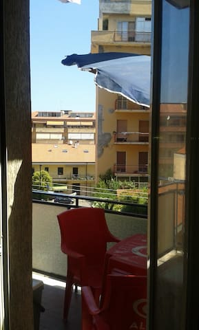 Room by the sea/stadium zone - Pescara - Wohnung