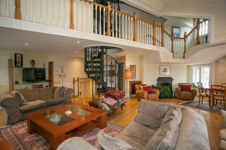 3 Bedroom penthouse in O'Connell Brige