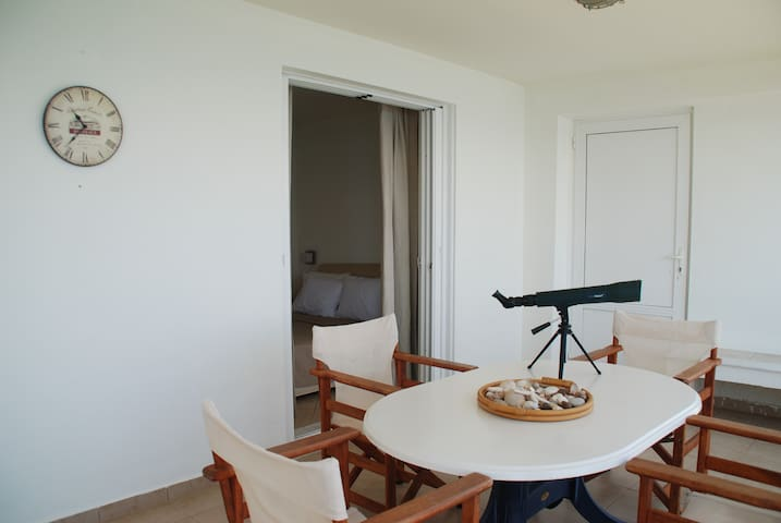 ΜΑΪSTRO (1 bedroom sea side apartment) LINAMARE - GR - Leilighet