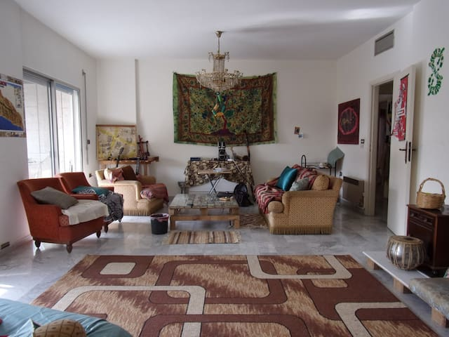 Big room in Mansouriye - Bejrút