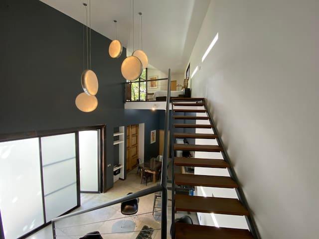 High Loft & Private Terraces se disfruta en familia o en pareja. Es un loft de doble altura, con terrazas en cada recámara. Si disfrutas de espacios amplios, luminosos y arbolados, este espacio es para ti.