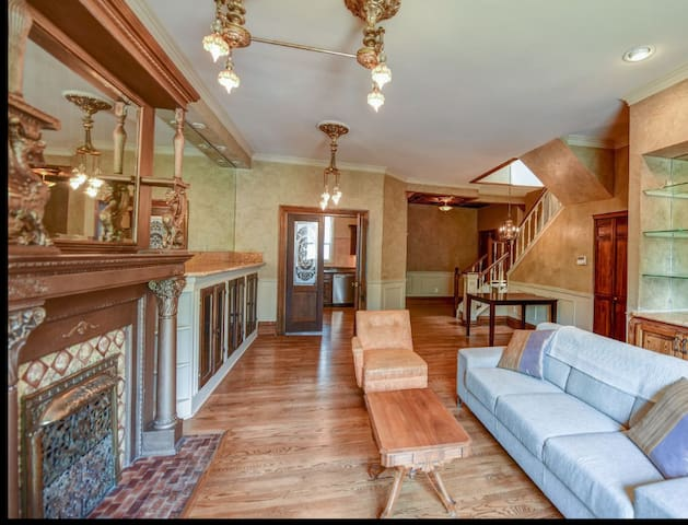 Stylish, Historic, & Spacious in Heart of Uptown