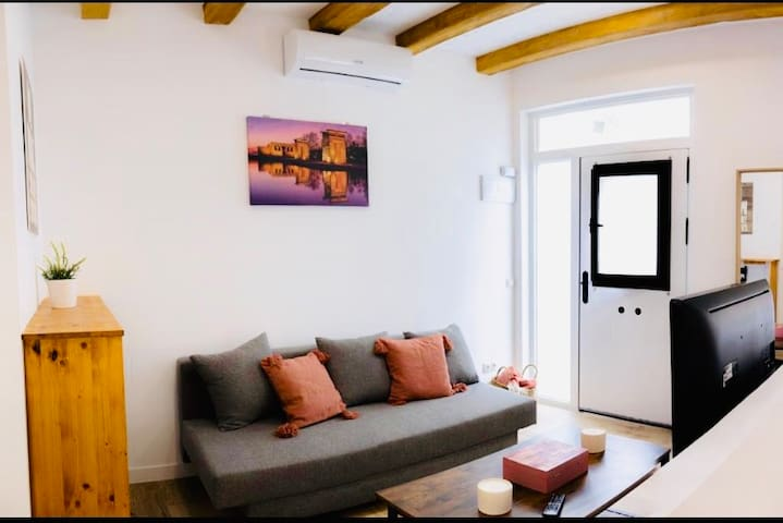 New Design Old Town Apartment (Madrid Rio)Wifi-AC!