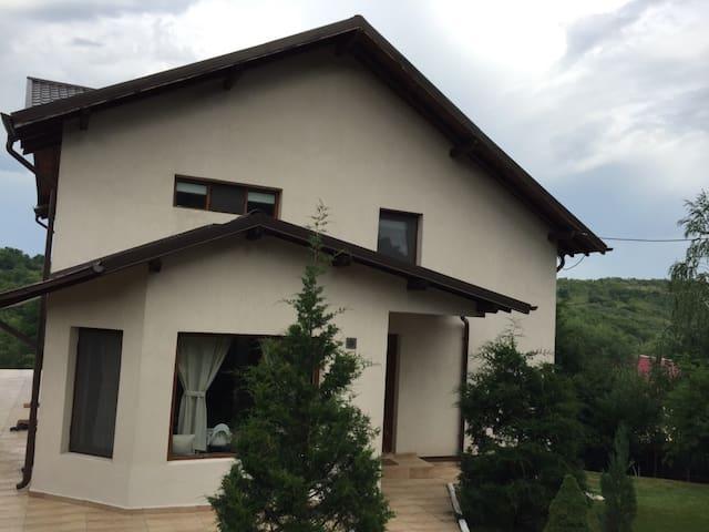 Charming villa in Valenii de Munte - Vălenii de Munte - Casa de campo