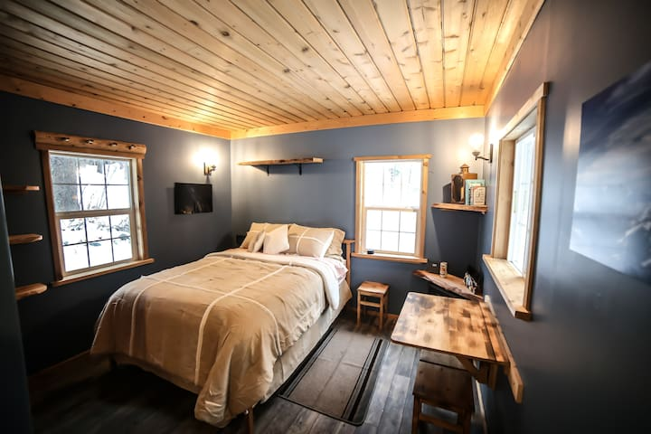 Hansel Creek Cabin +150 Acres * Pet Friendly
