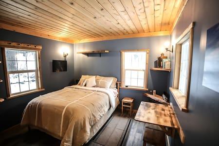 Hansel Creek Cabin +150 Acres * Pet Friendly