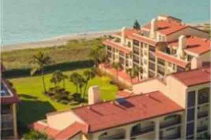 Siesta Key, FL GULF FRONT CONDO on private beach!