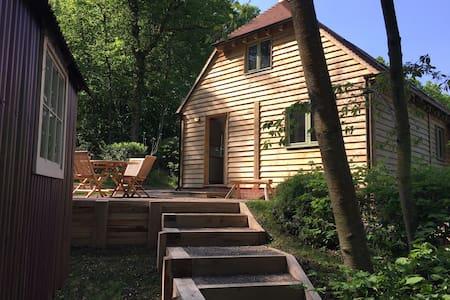 Barn House & Shepherd's Hut - a woodland retreat - Wisborough Green - Wohnung