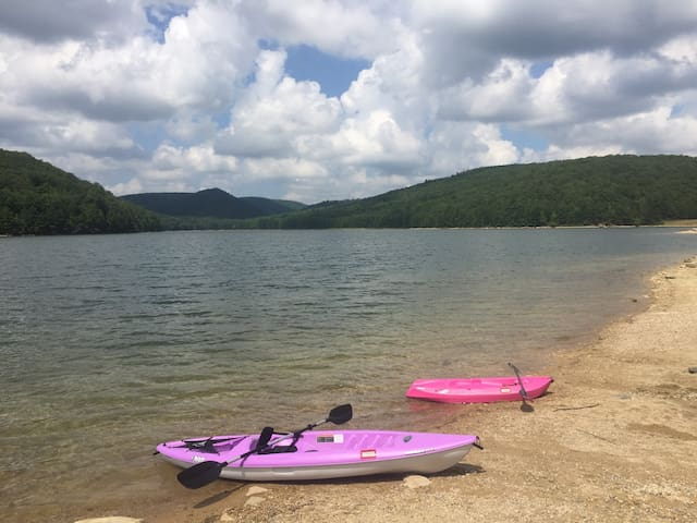 Awesome paddling at Long Pine reservoir near Caledonia State Park. Only 10 min away! This is also a great spot for fishing and hiking the Beaver trail which leads you along the reservoir's perimeter.