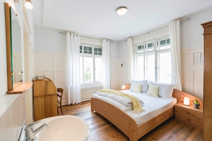 "Villa Donkey Bed & Breakfast Doppelzimmer ""Gelb"""