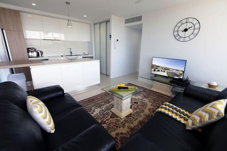 2bed 2bath level6 Southport - Southport - Daire