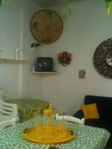l'altro lato del salotto/cucina