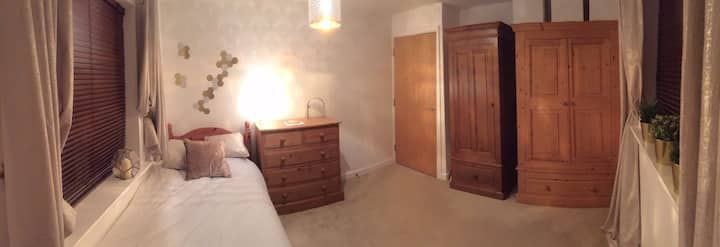 Large bedroom in ideal location of Nottingham
