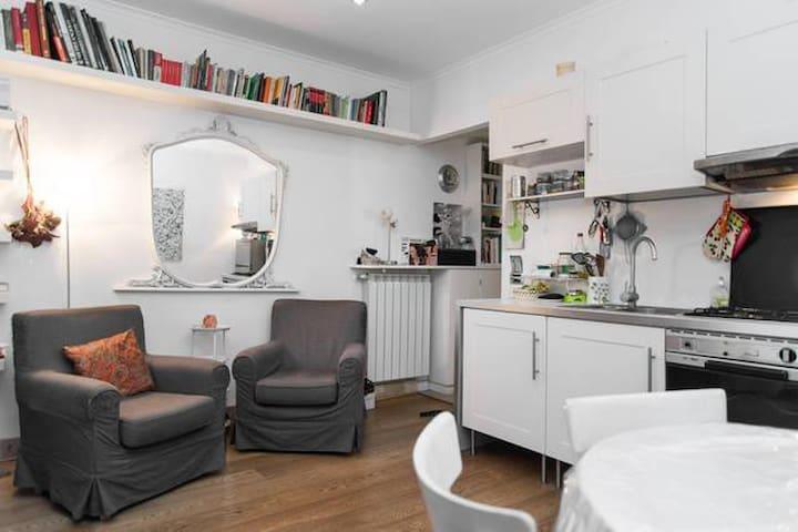 PIGNETO COZY QUITE LITTLE HOUSE FOR 2 WITH COURT - Rome - Apartmen