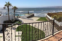 Nice view of the ocean & grassy area