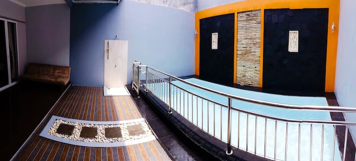 sofia.guesthouse with private pool. wajib keluarga