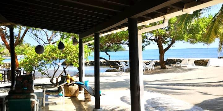 Paraiso, isla natural con todo incluido, descansa