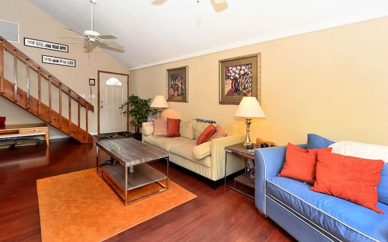 Close to Siesta Key & I-75. Pet and kid friendly! - Sarasota - Huis
