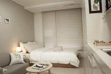 Emma's Gangnam cozy room-1min from Shinonhyeon STN