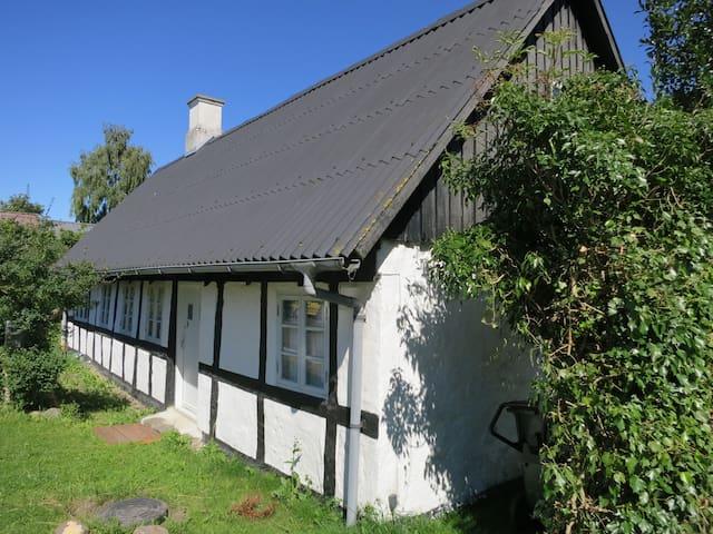 Eget landsbyhus tæt ved havet og i flot natur - Ebeltoft
