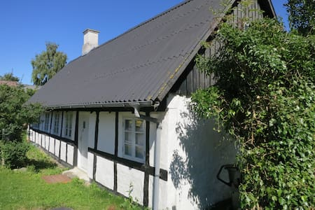 Eget landsbyhus tæt ved havet og i flot natur - Ebeltoft - House