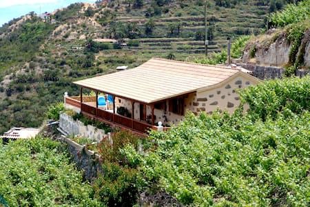 HOUSE QUILLA SURROUNDED BY VINEYARD - Agulo