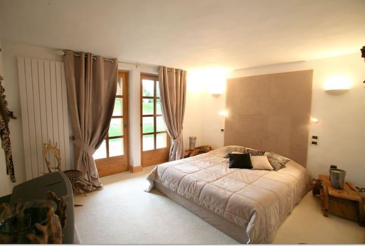 Chambre ambiance desert: luxe et serenite