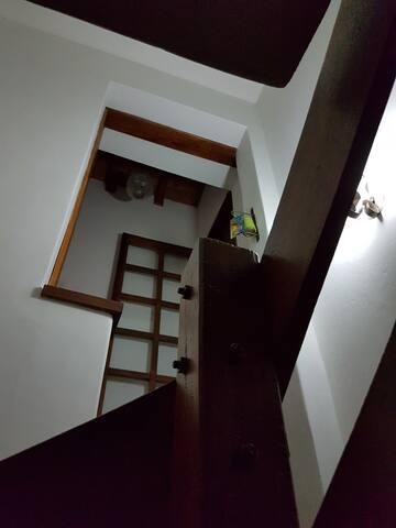 Acceso a dormitorios en planta superior
