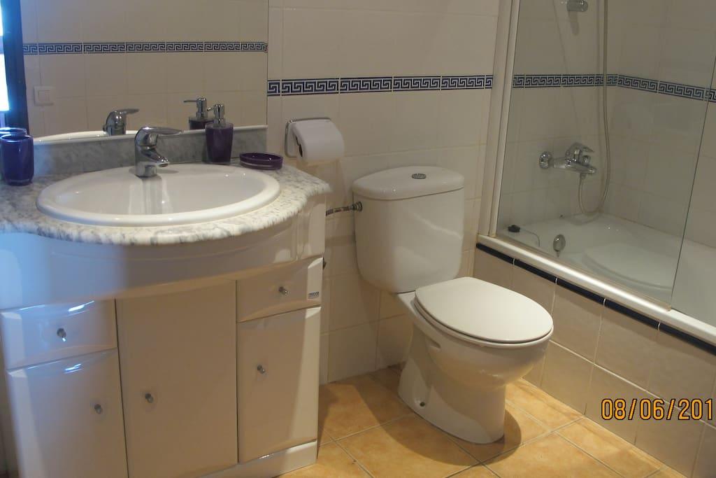 baño privado de la habitación de matrimonio.